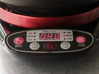 苦瓜黄豆排骨煲,大火先煮十五分钟,