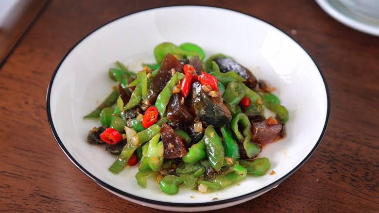 皮蛋炒青椒,陈品图
