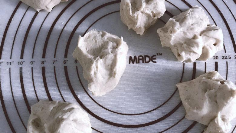 低油低糖的全麦贝果,均匀分成6份