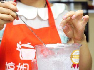 必吃的广东小吃——广州肠粉,可以取一点点用手指腹搓一下看看有没有颗粒感