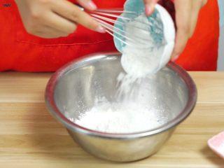 必吃的广东小吃——广州肠粉,倒入澄粉
