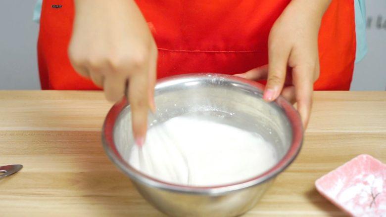 必吃的广东小吃——广州肠粉,调匀粉浆