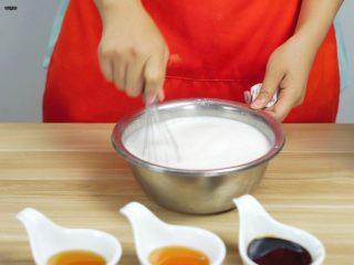 必吃的广东小吃——广州肠粉,搅拌均匀,使其充分融合