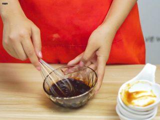 必吃的广东小吃——广州肠粉,搅拌均匀