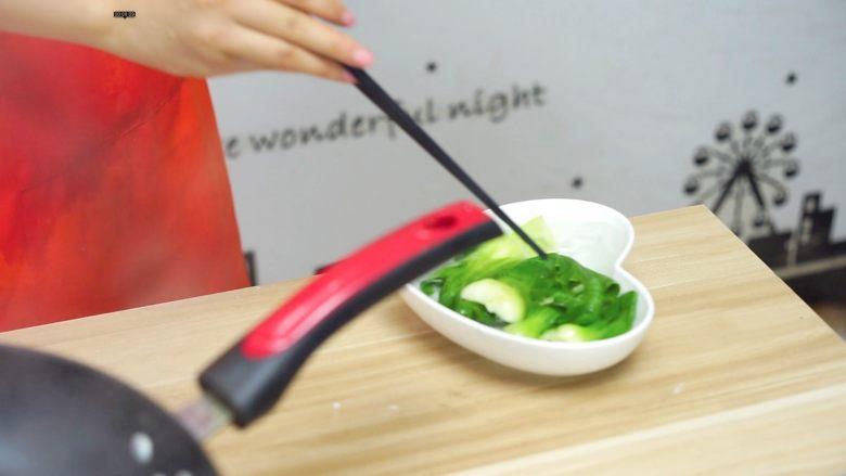 必吃的广东小吃——广州肠粉,取出过凉水备用