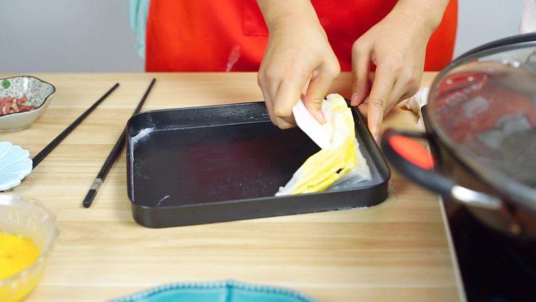 必吃的广东小吃——广州肠粉,用刮板刮起~