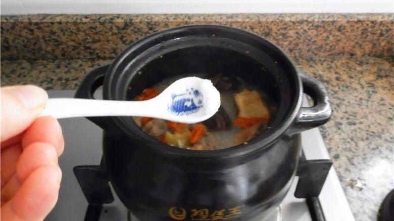 当归鸽子汤,吃的时候放点盐。