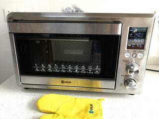中种牛奶吐司,预热结束,将吐司盒放入东菱烤箱,烘烤约40分钟。