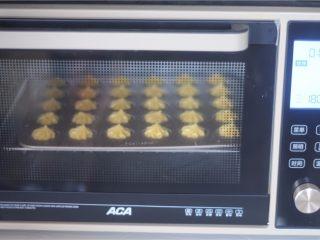 冰激凌泡芙,放入烤箱,220度烤8分钟,泡芙充分膨胀