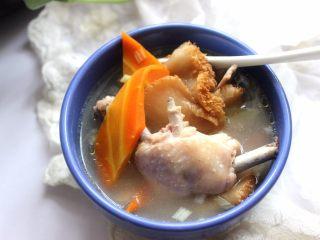 滋补砂锅猴菇鸡汤