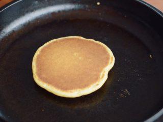健康早餐全麦松饼,看颜色差不多就完成了