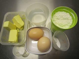 #不一样的泡芙#奶油泡芙,备好材料,低粉过筛