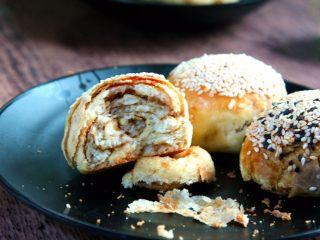 芝麻酱烧饼,表皮酥脆,营养丰富