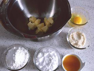 酸甜可口的百香果胖胖糕,备齐所有材料,黄油室温软化。粉类混合过筛3次。