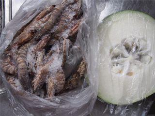 #家常菜大比拼#冬瓜鲜虾汤,竹节虾我冻了一部分,提前解冻