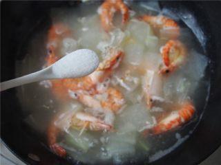 #家常菜大比拼#冬瓜鲜虾汤,加入适量食盐,煮熟即可