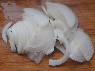 洋葱油爆虾,洋葱切丝