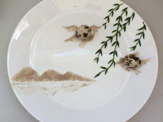 餐盘画——立春,蘸取少量的五豆羹,画出山的倒影