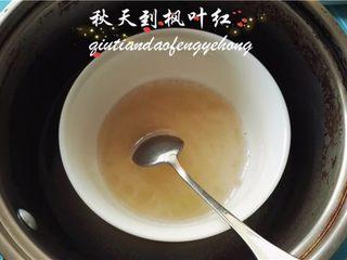 情人节佳品--木瓜酸奶布丁,吉利丁粉先用冷水浸泡,再隔热融化备用