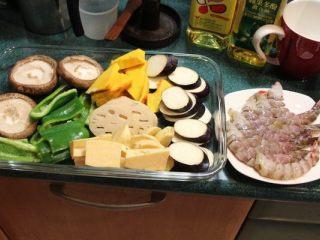 怎麼炸出好吃的天妇罗,将材料切成适当大小备用。