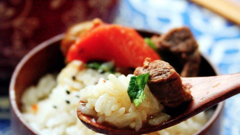 土豆栗子烧牛肉 | 一锅让你销魂的牛肉,【成品展示】 牛肉汤汁泡饭,简直完美!!