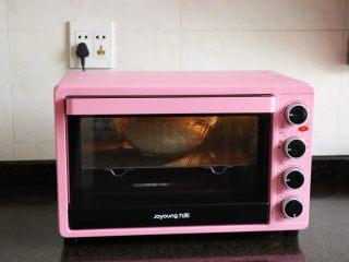 迷迭香佛卡夏,放进烤箱,选择发酵功能发酵1小时;