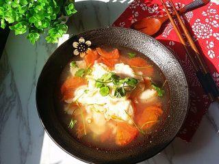 #百搭西红柿#西红柿鱼片汤,盛盘后撒些香菜