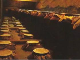 传统的蒸馏酿酒工艺,绵香醇厚