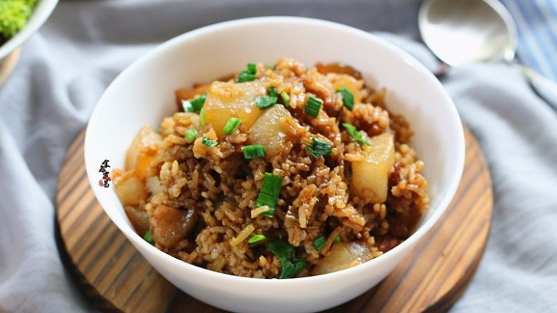五花肉虾米萝卜焖饭