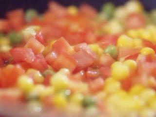 番茄柠檬烩虾仁,大火,炒三分钟