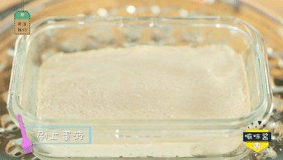 宝宝午餐肉,补铁又补锌!,肉泥表面凝固后再刷一层蛋黄液,继续蒸10分钟左右。