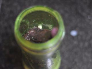 紫薯芒果慕斯杯,放入紫薯,如果紫薯太干了,也加上淡奶油,打成奶油紫薯泥