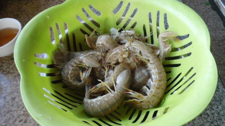 黄酒皮皮虾, 把皮皮虾洗净
