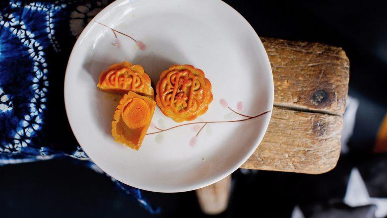 广式莲蓉蛋黄、豆沙蛋黄月饼制作方法