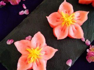 樱花和果子,透着一份简约的美丽,