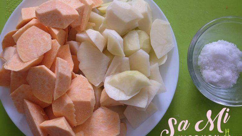 拔丝土豆红薯的做法 拔丝土豆红薯,将切好的土豆和红薯、<a style='color:red;display:inline-block;' href='/shicai/ 129617'>绵白糖</a>备好待用