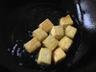 肉末豆腐,中小火煎制金黄捞出备用