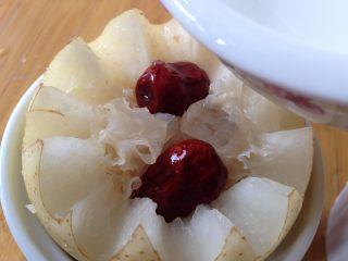 微波烤酥梨#甜味#,加入少许纯净水