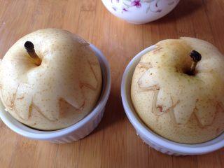 微波烤酥梨#甜味#, 放入烤盅,梨上盖上梨盖