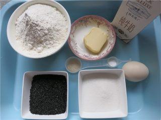 嘎嘣脆哒黑芝麻磨牙棒,高筋面粉250g,蛋液50g,细砂糖50g,盐3g,酵母3g,牛奶110g,黄油25g,黑芝麻30g