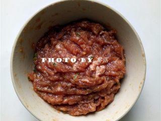 糖醋青椒酿肉,朝同1个方向搅打上劲;