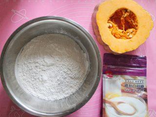 香煎南瓜饼,材料大集合(南瓜用了一大半的量)。