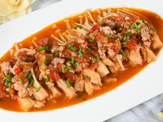 金针菇好吃又简单的做法,超级下饭哦!,肉末变色变熟后,撒上少许葱花即可出锅