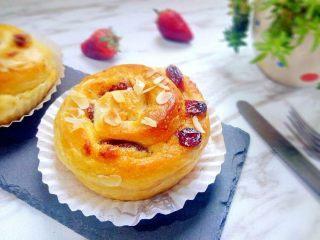 花生奶油核桃卷,还有香酥的核桃、酸酸甜甜的蔓越莓。