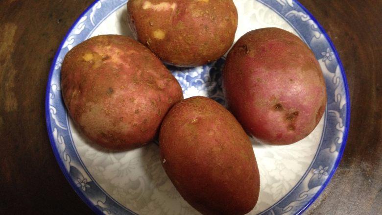 培根风琴烤土豆#辣味#, 红皮土豆洗净泥土(不要去皮呦)