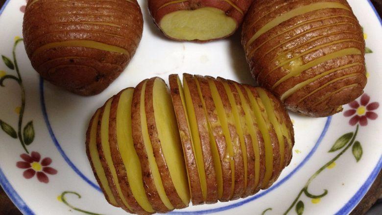 培根风琴烤土豆#辣味#, 土豆取出稍凉一会