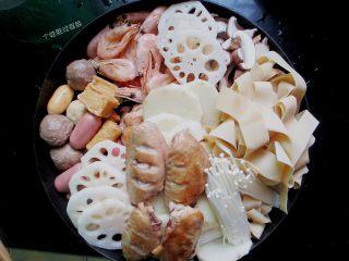 三汁焖锅,把其他食材摆在锅里