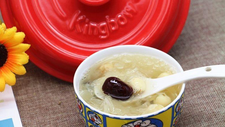 砂锅银耳莲子汤