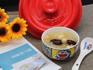砂锅银耳莲子汤,成品