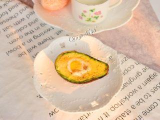 早餐+空炸牛油果鹌鹑蛋